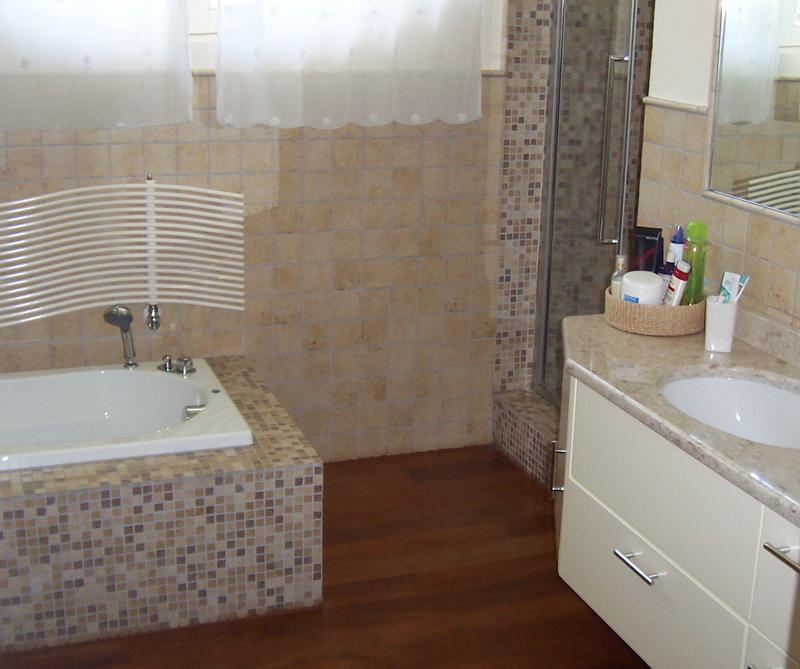 Rivestimenti bagni greche mosaico pavtech - Greca per bagno ...