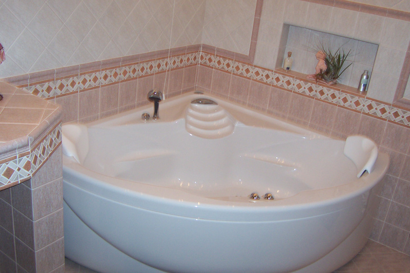 Greche per bagno boiserie in ceramica per bagno - Rivestimenti bagno prezzi ...