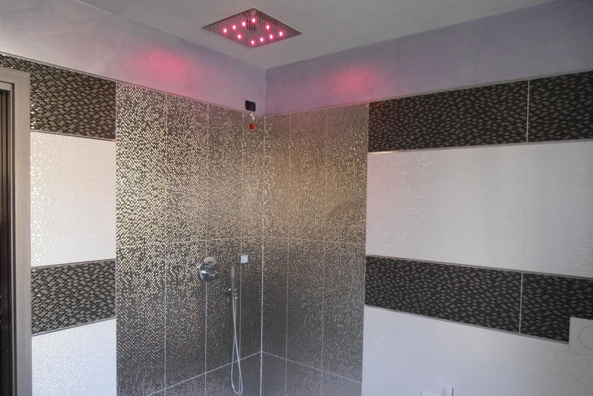 Rivestimenti bagni greche mosaico pavtech - Rivestimenti bagno mosaico ...